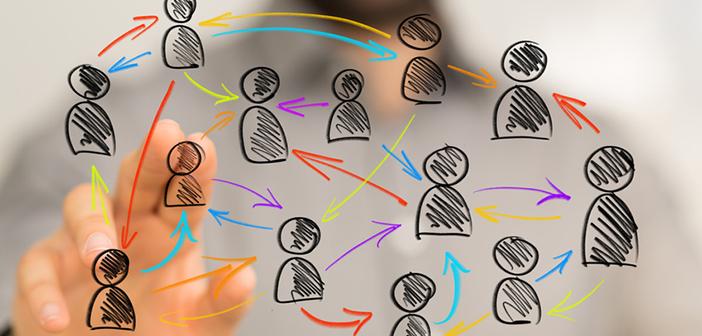 Formation interne, dessin de salariés en interaction